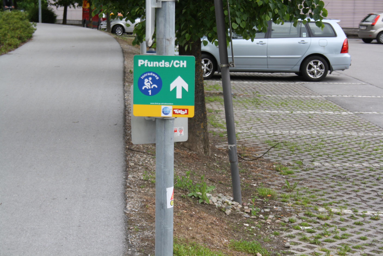 Markierung des Innradwegs in Österreich